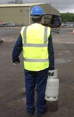 man carrying refrigerant cylinder from climalife sm2